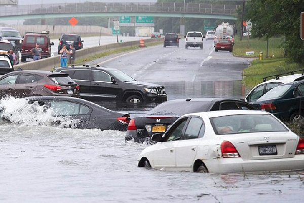 Ada Beberapa Titik Genangan Air di Jakarta, Pemotor  dan Pemobil Diharap Waspada