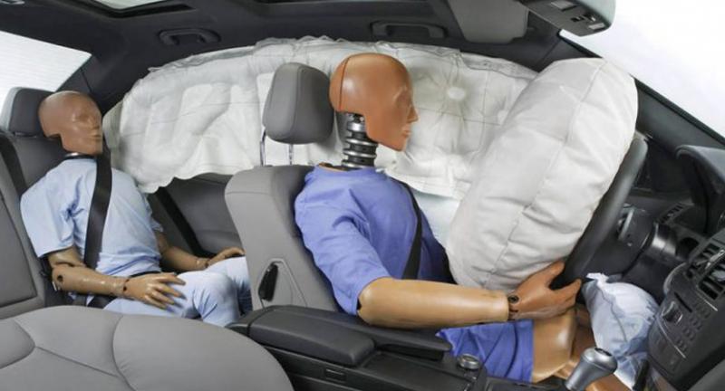Begini Cara Airbag Mobil Mengembang