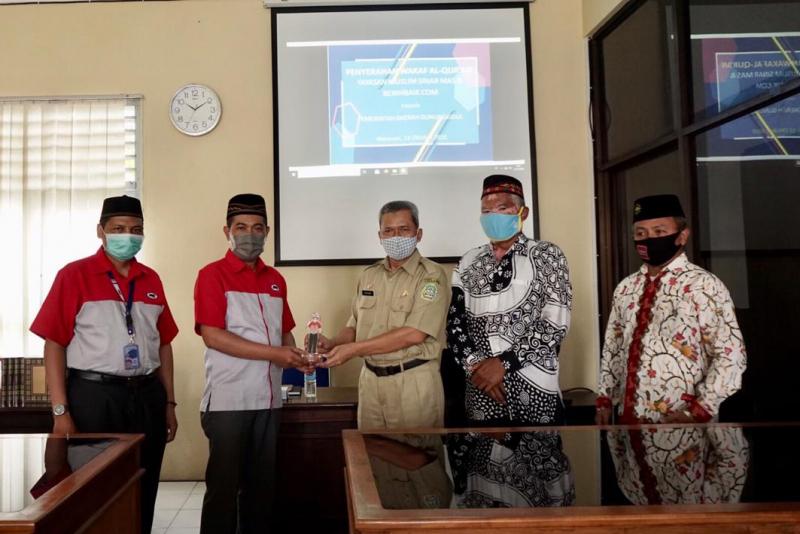 JNE Distribusikan Wakaf 1.000 Al Quran untuk Gunung Kidul