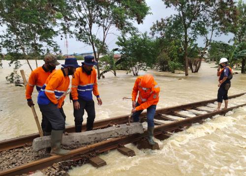 KAI Mohon Maaf Atas Terganggunya Perjalanan Kereta Api di Wilayah Daop 1 Jakarta