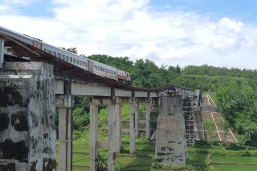Pemerintah Bangun Jembatan KA Lintas Selatan Yang Terputus Akibat Banjir