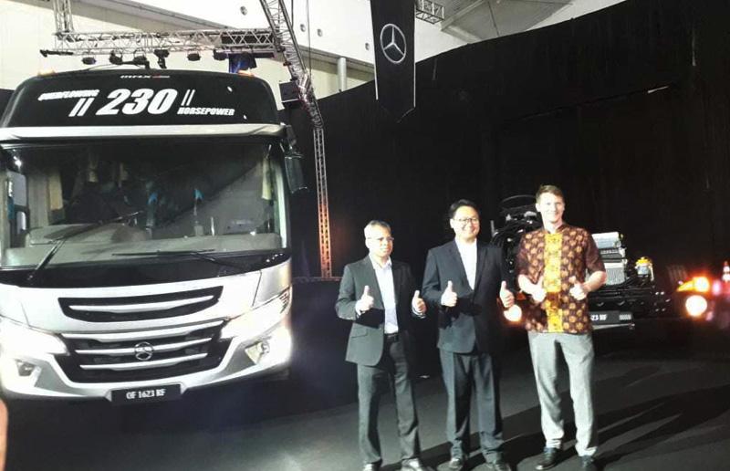Penetrasi Pasar Kendaraan Penumpang, Mercedes-Benz Luncurkan Dua Bus Baru