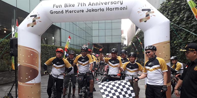 Rayakan Usia Ke-7 Tahun,  Grand Mercure Jakarta Harmoni Gelar Fun Bike