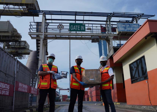 Tingkatkan Kepatuhan Prokes di Pelabuhan, IPC TPK Bagikan Ratusan New Normal Kit