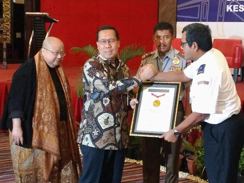 Tutup 313 Perlintasan, Ditjen Perkeretaapian Diganjar Penghargaan MURI