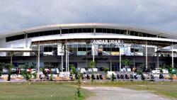 Warga Bakar Rumput, Bandara Mutiara Kota Palu Terganggu